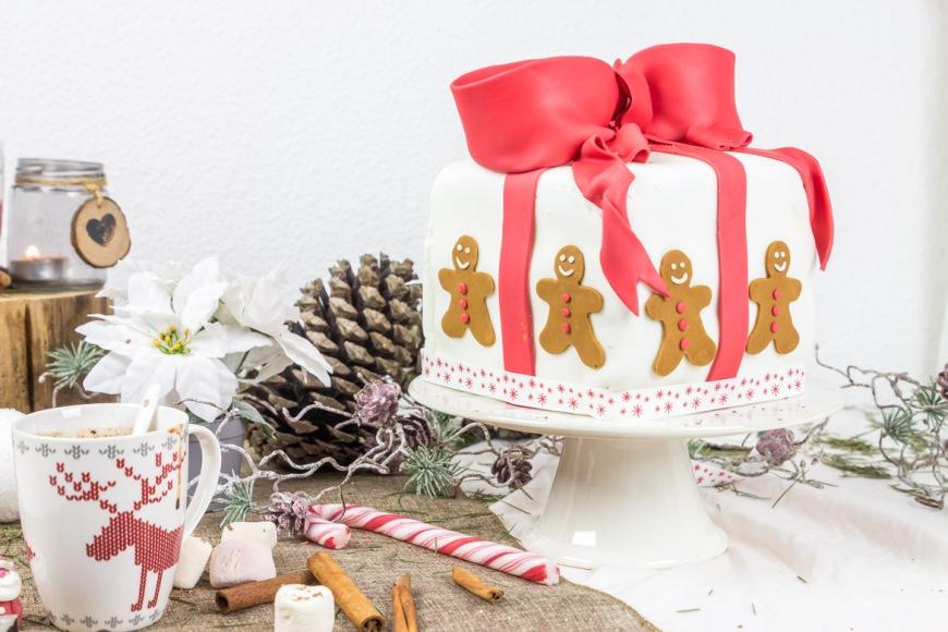 gateau-de-Noël-en-pâte-à-sucre-1