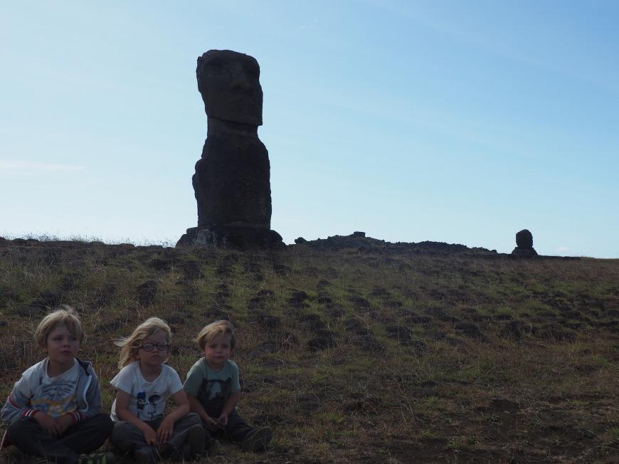 Avec les enfants à l'ile de paques